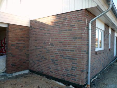 26.12.: Farbunterschied Wand/Garage durch unterschiedliche Trocknung