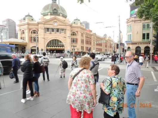 Vor Flinders Station