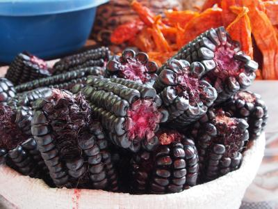 This is a special kind of corn used to make a very delicios non-alcoholic drink: Chicha morada