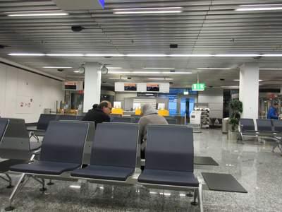 Warten auf den Flug nach Tunis in Frankfurt