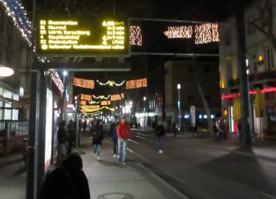 Straßenbahnhaltestelle in der Fächerstadt