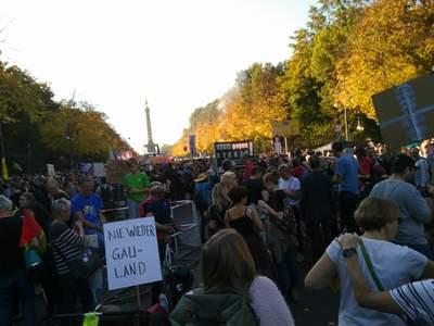 Demonstration unteilbar auf dem Weg zur Siegessäule