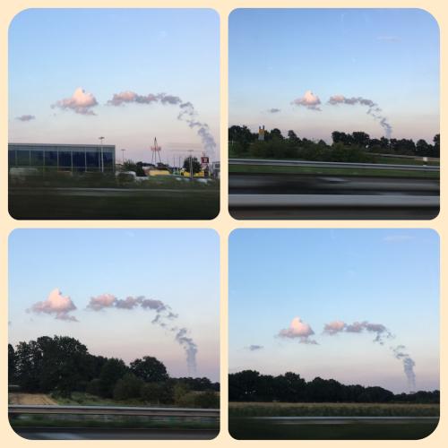 Dampfwolken aus dem Atomkraftwerk