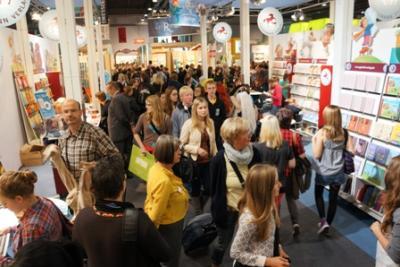 """Buchmesse 2012 in Frankfurt. Eindruck von der """"Menschenmenge"""" in Halle 3.0"""