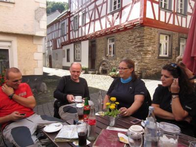 Kaffee-Stopp in Monreal
