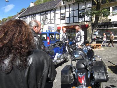 Blankenheim - noch immer Moppeds parken