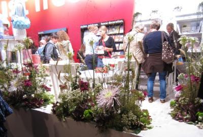 wunderschön mit echten Blumen dekorierter Stand<br /> Buchmesse 2012, Frankfurt.