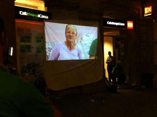 spontane videokundgebung waehrend einer bankbesetzung in Barcelona
