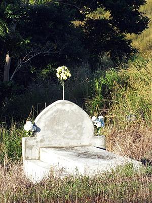 Muka Cemetery - Queens Road - Sigatoka - Viti Levu - Fiji Islands - 11 May 2011 - 7:20