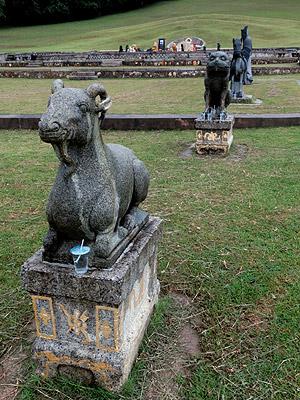 Governor's Grave - Rakang Thong - Ranong - Thailand - 30 July 2013 - 18:04