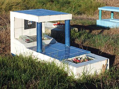 Muka Cemetery - Sigatoka - Viti Levu - Fiji Islands - 11 May 2011 - 7:23
