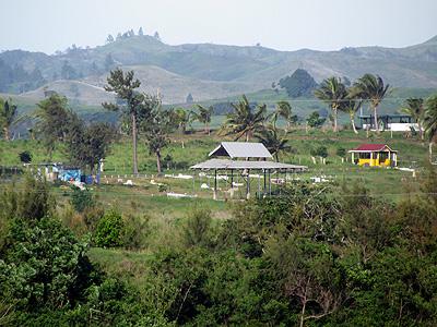 Muka Cemetery - Queens Road - Sigatoka - Viti Levu - Fiji Islands - 20 December 2010 - 17:50