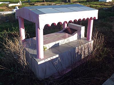 Muka Cemetery - Queens Road - Sigatoka - Viti Levu - Fiji Islands - 11 May 2011 - 7:25