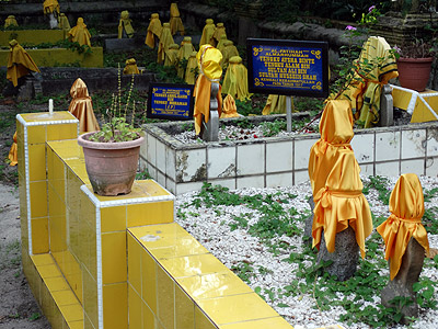 Old Muslim Cemetery - Victoria Road - Singapore - 8 July 2014 - 16:34