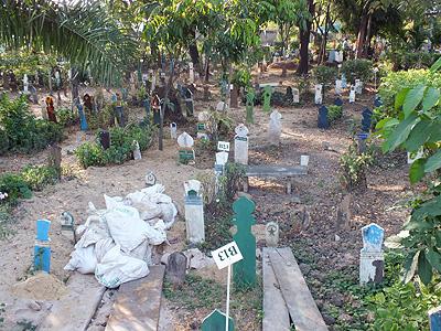 Tae Chio Cemetery - Charoen Rat Soi 1 Yaek 9 - opposite Yawa Mosque -  Yan Nawa - Bangkok - 31 December 2011 - 14:38