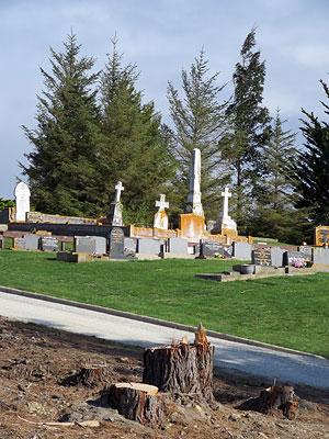 Palmerston Cemetery - New Zealand - 8 October 2015 - 9:37