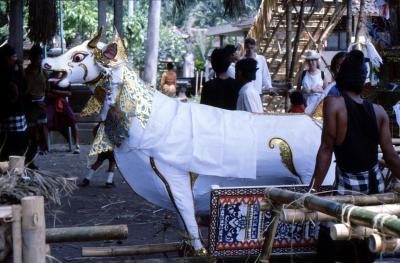 Balinesische Totenfeier