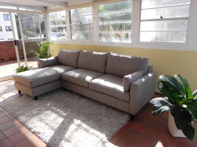 willkommen in down under yeah die couch ist da. Black Bedroom Furniture Sets. Home Design Ideas