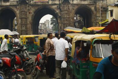Straßenkampf in Ahmedabad