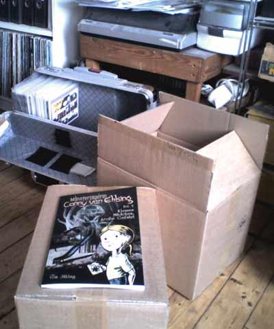 Zwei Kartons mit Conny-Alben, frisch vom Drucker!