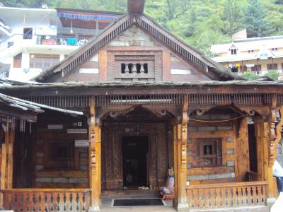 old wooden tempel in manali