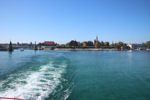 Blick auf Konstanz aus dem Schiff nach Meersburg