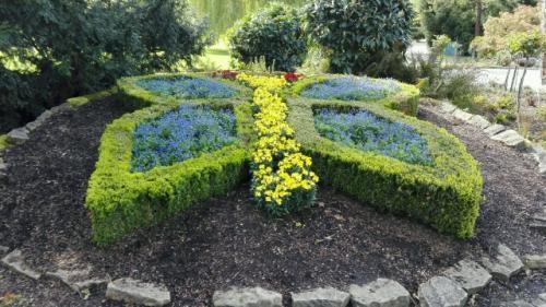 Vor dem Schmetterlingshaus im Luisenparkt kann man zu jeder Jahreszeit einen Schmetterling aus Blumen bewundern