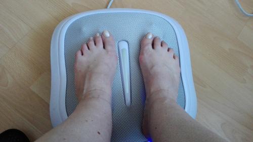 Beurer FM 60 Shiatsu-Fußmassagegerät - und meine glücklichen Füße ;-)
