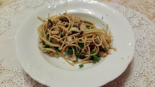 Sahnespaghetti mit Räuchertofu und Shiitake-Pilzen