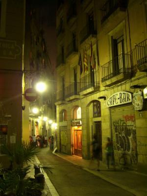 Ein kleiner Bummel mit der Crackhaus Reisegruppe durchs malerische Barcelona bei Nacht sieht so aus: