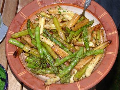 kochen lesen hornhecht salat schinkenkartoffeln spargel wei gr n johannesbeercreme. Black Bedroom Furniture Sets. Home Design Ideas