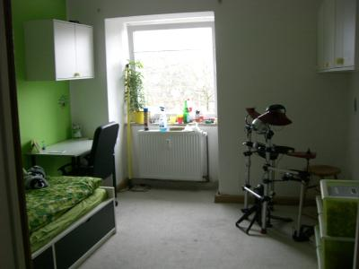 little creatures r uberh hle goes gro e jungs zimmer. Black Bedroom Furniture Sets. Home Design Ideas