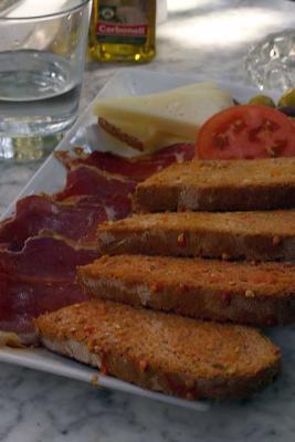 mallorca brot tomaten knoblauch schinken käse olivenöl salz