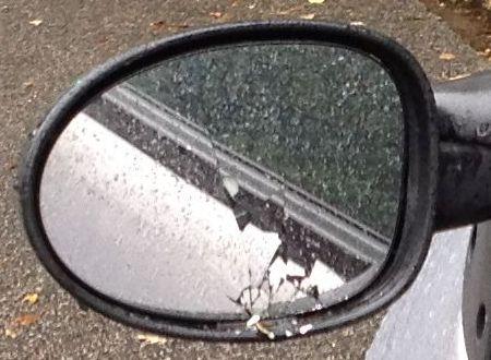 Mühlenweg: Seitenspiegel zerstört