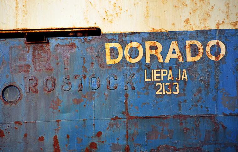 Lettischer (Ex-DDR-)Trawler in isländischem Hafen