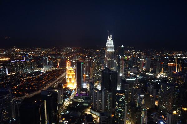 Blick vom KL Tower bei Nacht.