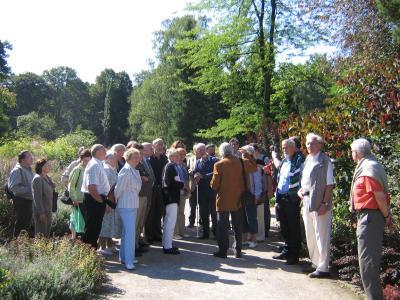 Führung durch den Rombergpark in Dortmund: Herr Dr. Bünemann erklärt.