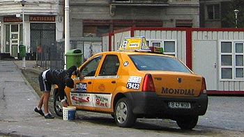 Man washing his taxi. (novala)