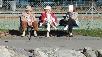 Three Ladies in Nyon. (novala)