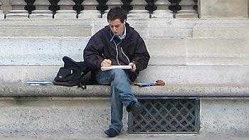 Man reading. (novala)