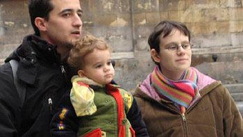Young family. (novala)