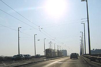 Pertöfi-Brücke. (novala)