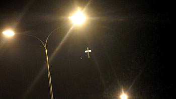 Cross at night. (novala)