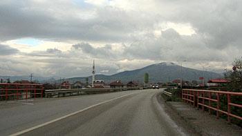 The road to Mitrovica. (novala)