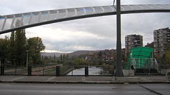 Mitrovica bridge. (novala)