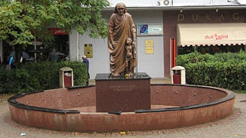 Monument for Mother Theresa. (novala)