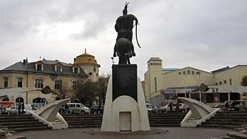 Skenderbeu monument. (novala)
