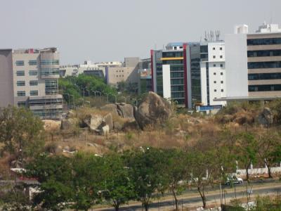 Blick von der Terasse des Cyber Service Appartment House, Vasantha Lotus