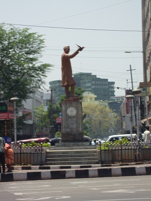 Statue auf Kreuzung