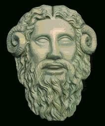 """Ammón es Dios de notabilisima importancia, su nombre significa """"El Oculto"""", pero también es el Dios del cielo. Ammón es el aire que se encuentra en todos los lugares y en todos los momentos.<br /> <br /> Ammon era representado por un hombre ó también por una cabeza de carnero. Su cabeza iba adornada con una corona con dos altas plumas divididas horizontalmente en siete divisiones, lo que denota que pudo ser el dios del cielo, en su base pude llevar un disco solar indicándonos así su vínculo con Ra."""